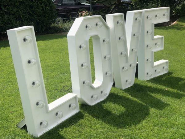 love Buchstaben mieten leihen Hochzeit aufstellen sunnydeko