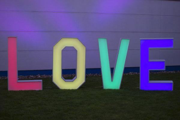love buchstaben Hochzeit hochzeitsdeko mieten bunt verschiedene färben
