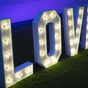 love Buchstaben hochzeitsdeko mieten hochzeit vintage stasevents
