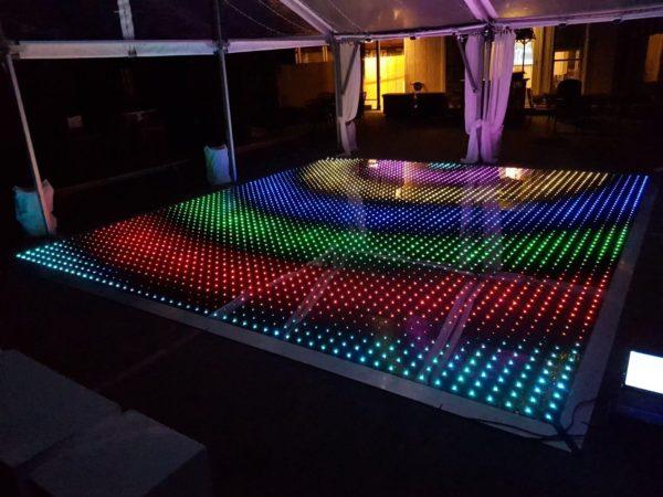 Tanzboden leihen und Tanzfläche mieten tanz Boden Zelt Boden flache Parkett laminat hochzeit hochzeitsdeko verleih