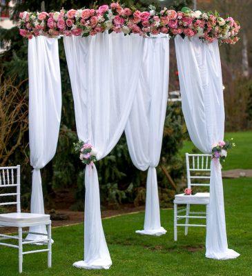 Pavillon Rund mieten hochzeit deko freie trauung mit blumen traubogen stasevents trau bereich tisch stuhl