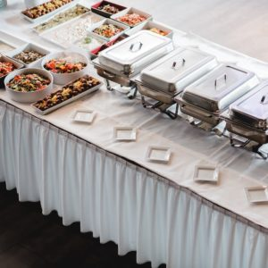 Tischrock skiriting mieten Hochzeit event günstig leihen verleih Frankfurt Rhein main stasevents Tischdecke Tischwäsche