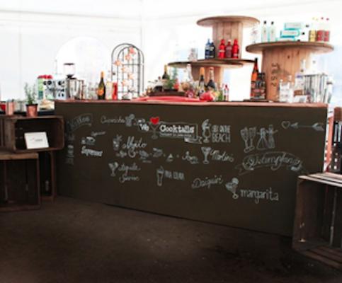 cocktailbar cocktails bar für hochzeit mieten mit barkeeper und service theke stasevents