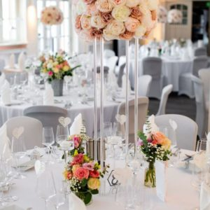 Cubos Acryl geometrischer transparent Blumenständer für Hochzeit und event mieten und leihen von StasEvents Deko Verleih