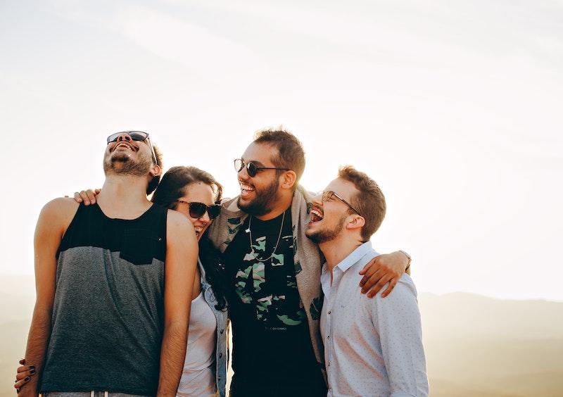 4 Personen feiern und lachen beim jga Junggesellenabschied stag in Kiew kiev