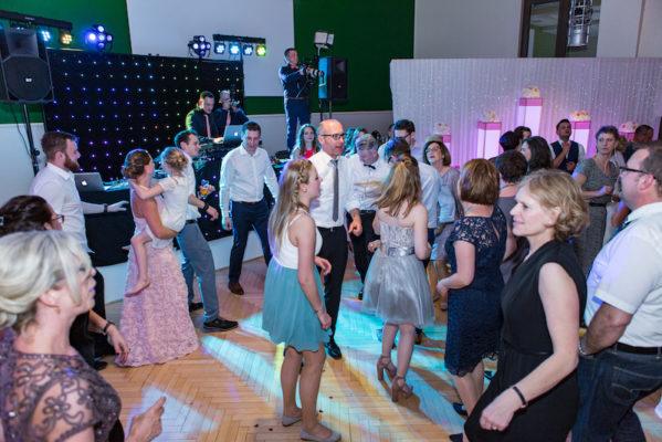 tanzen und party mit stas erents events stars auf einer hochzeit