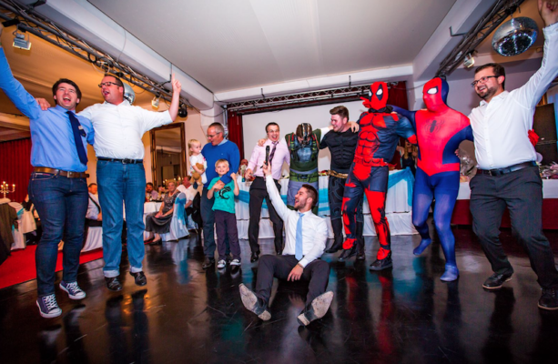 kostüme und ideen für spiele auf einer deutschen und russischen hcohzeit