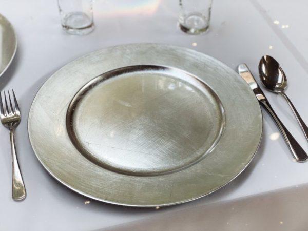 platzteller silber unterteller leihen für hochzeit mieten die hochzeitsdeko von sunnydeko dekoration verleih frankfurt2