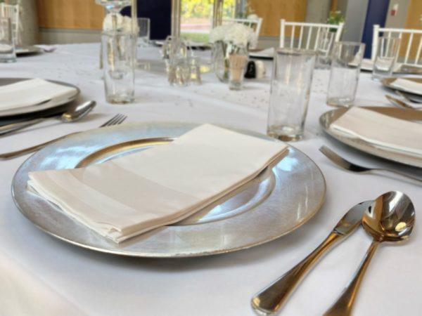 platzteller silber unterteller leihen für hochzeit mieten die hochzeitsdeko von sunnydeko dekoration verleih frankfurt3