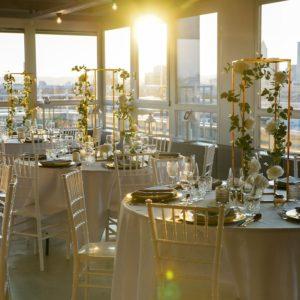 Geometrische Vase Blumenständer Hochzeit cubos gold mieten und leihen beim dekoverleih stasevents für Hochzeit und Eventdeko cubos frankfurt
