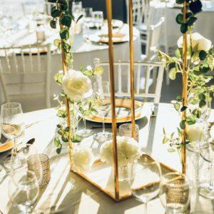 cubos Geometrische Vase Blumenständer Hochzeit cubos gold mieten und leihen beim dekoverleih stasevents für Hochzeit und Eventdeko 1