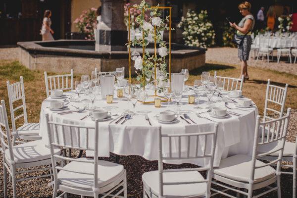 cubos gold blumenständer greenery hochzeit mieten und leihen deko dekoration für hochzeit hochzeitsdeko sunnydeko mit hängenden teelichtern und blumen darmstadt