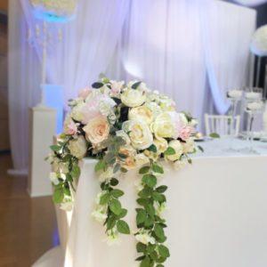 Blumen für Brautpaartisch Wasserfall Blumenwasserfall langes Blumengesteck hängend vom Tisch leihen und mieten Hochzeit sunnydeko2