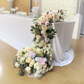Blumen für Brautpaartisch Wasserfall Blumenwasserfall langes Blumengesteck hängend vom Tisch leihen und mieten Hochzeit sunnydeko3