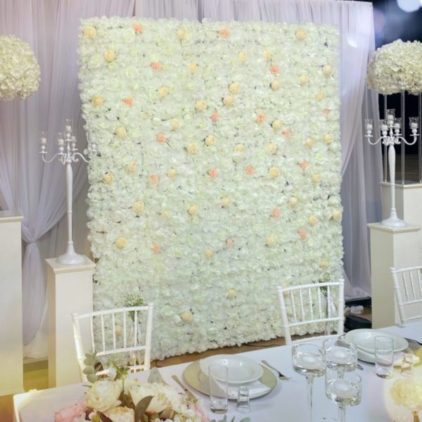 Blumenwand mieten leihen blumen wand flower wall weiss creme ivory für hochzeit und trauung rückwand sunnydeko verleih