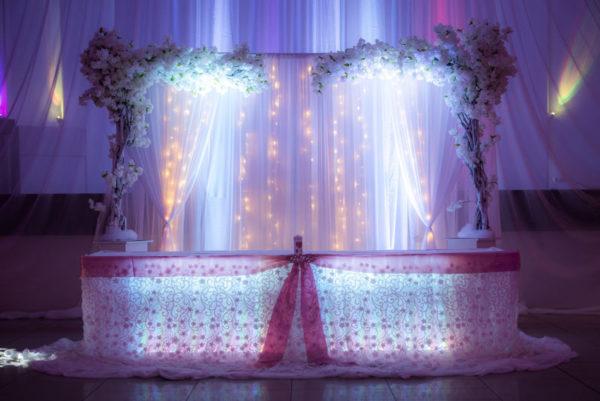 tischrock rückwand beleuchtet brautpaartisch hochzeitsdeko ideen sunnydeko cherry lights