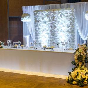 Brautpaartisch Brauttisch mit Rückwand Inessa mieten und leihen für Hochzeit Dekorateur Stasevents Deko Verleih 1