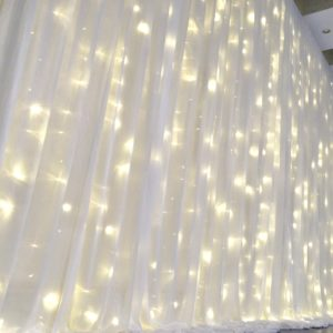 Brauttisch und HIntergrund ICY Rückwand für Dekoration bei einer Hochzeit mit Dekorateur mit Tisch von StasEvents leihen 3
