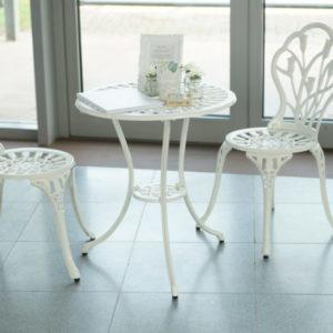 Gästebuchtisch und Stühle für Hochzeit und Event mieten leihen Dekorations Verleih sunnydeko