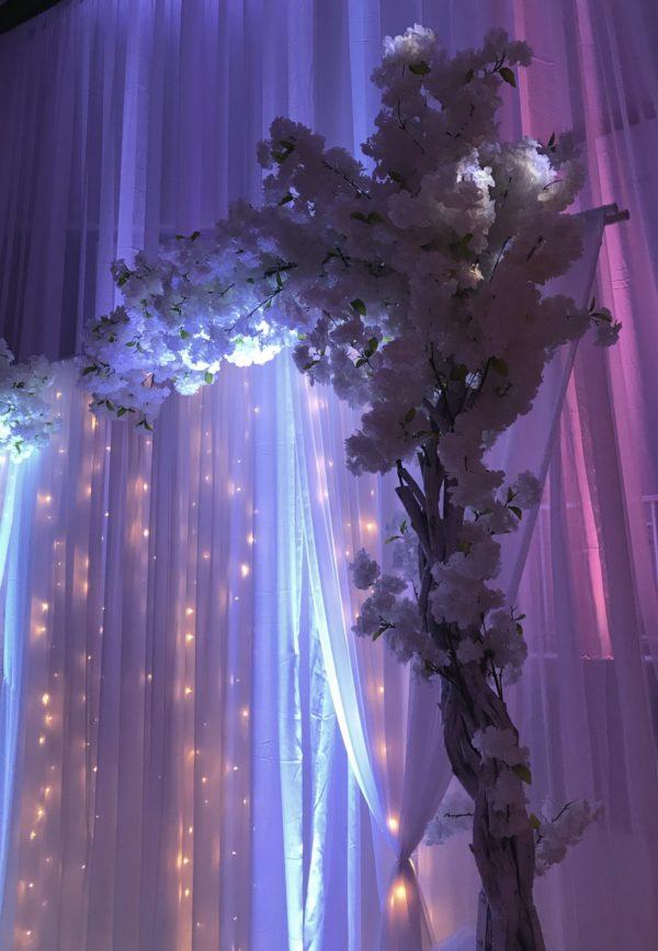 tischrock rückwand beleuchtet brautpaartisch hochzeitsdeko ideen sunnydeko cherry lights frankfurt