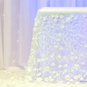 Tischrock für Brautpaartisch mit Blumenmuster Blumen Muster 3d Stoff mieten und leihen Hochzeit Hochzeitsdeko Verleih Tischwäsche StasEvents 1