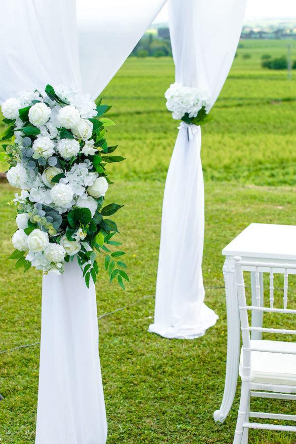 Pavillon (eckig) optional mit Stoff und Blumengesteck für freie Trauung