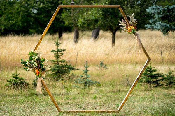 Hexagon Hochzeitsbogen aus Holz (2 Meter) - verschiedene Variationen