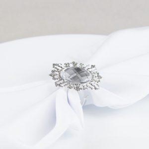 Serviettenring Diamond mit großen Stein in der mitte und silber Gehäuse für Stoffservietten mieten beim Dekoverleih 1