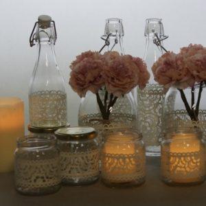 Vintage Tischdeko Set mit Flschen Spitze Gläser Einmachglas für Hochzeit mieten Verleih 1