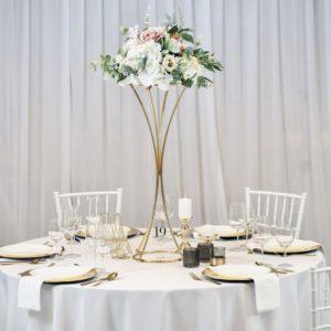 Kary Avenue Road Tischdeko Tischdekoration Set für Hochzeit mieten Avenue Cubos Dekoverleih Gold 1