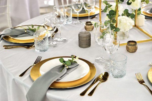 Hochzheitslocation Location für Hochzeit in Frankfurt und Dekoration in weiss gold mieten und leihen mit dekoverleih dekorateur 3